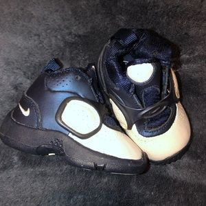 Nike baby air max sneaker size 2c
